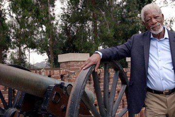 形象睿智正面、數度扮演上帝的黑人資深男星摩根費里曼,與國家地理頻道合作了深具意義的特別節目「摩根費里曼之人類的故事:為和平而戰」,走訪衣索比亞部落、採訪美國無人機駕駛、會見諾貝爾和平獎得主穆罕默德巴...