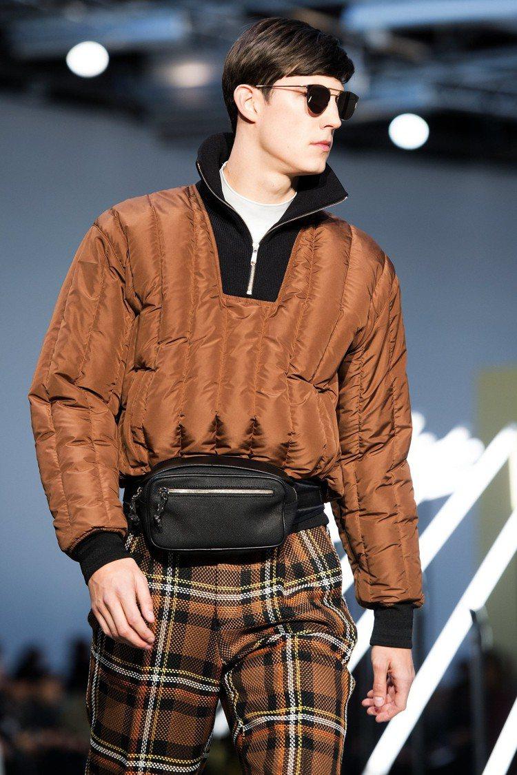 Cerruti 1881秋冬集結了許多當今流行的元素和配件:腰包、格紋、復古眼鏡...
