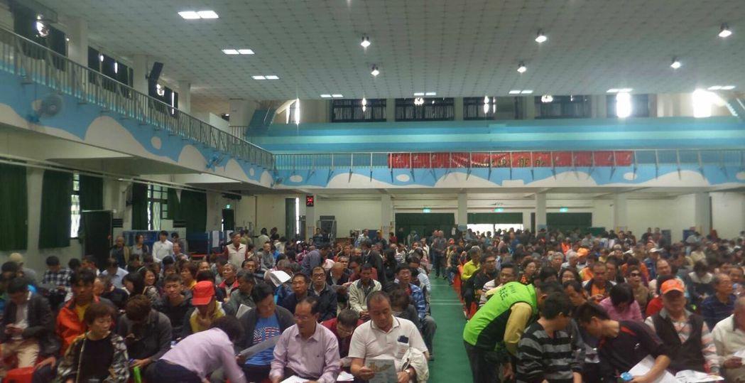 台中市經發局召開夏田產業園區公聽會,吸引近千名地主參與。記者趙容萱/攝影