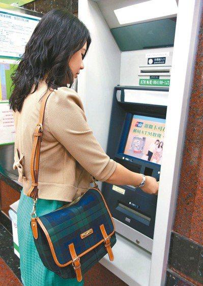 銀行帳戶借給朋友轉帳收款,可能會有逃漏稅的問題。 圖/聯合報系資料照片