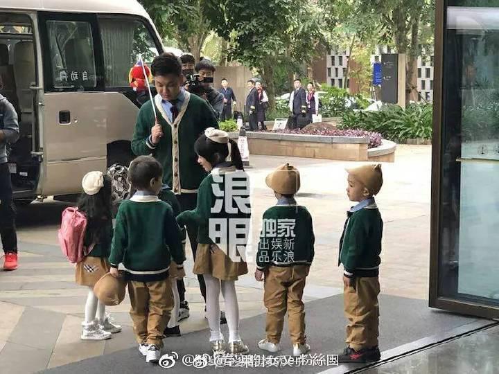 網友捕捉到「爸爸去哪兒5」新春特輯在海口馮小剛電影公社開錄。圖/摘自微博