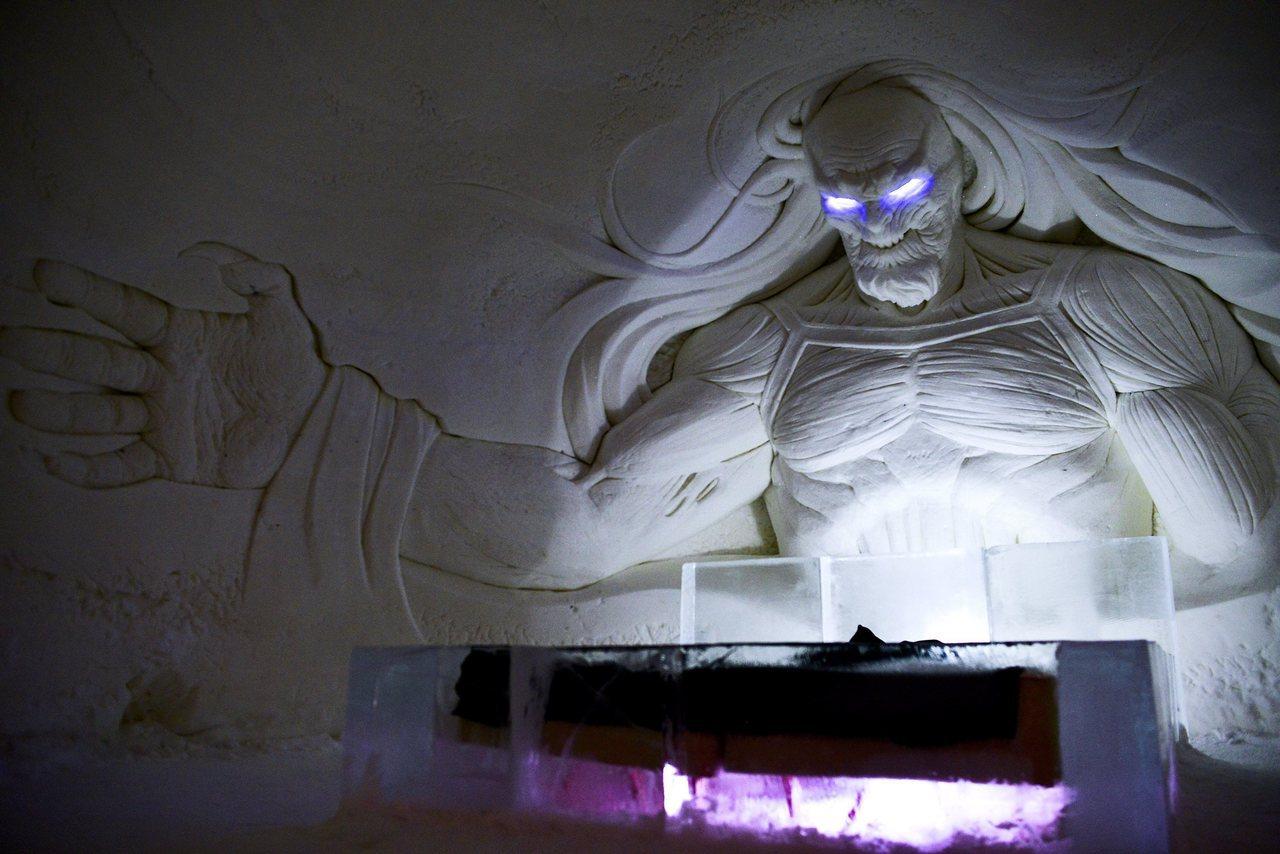 芬蘭「權力遊戲」主題冰雪旅館,生動角色和場景冰雕,歡迎不畏寒的民眾前來入住挑戰。...