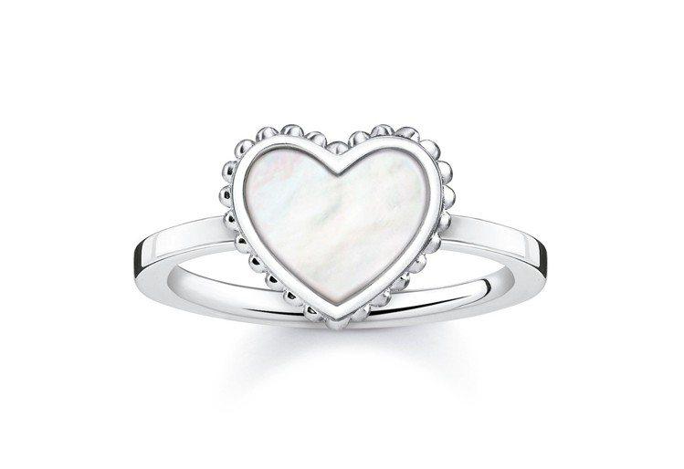 純銀珠貝愛心戒指,3,980元。圖/THOMAS SABO提供