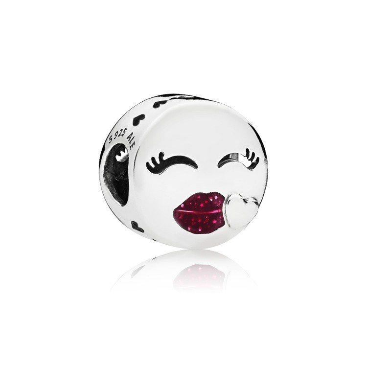 笑眼紅唇925銀櫻桃色琺瑯串飾,1,680元。圖/PANDORA提供