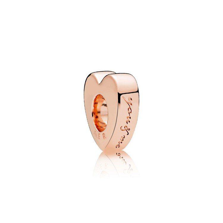 PANDORA Rose You&Me心形紅鋯石小串飾,1,480元。圖/PAN...