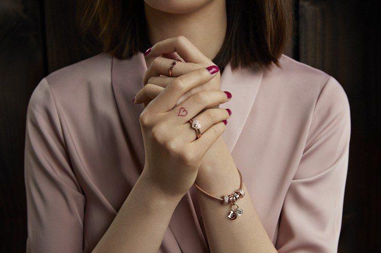 PANDORA大玩告白文字,結合鑰匙、愛心元素,讓情人間無須甜膩言語就能透過珠寶...