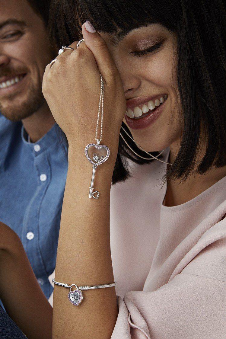 珍貴回憶吊墜盒項鍊也特別打造成愛心鑰匙模樣,更添浪漫情懷。圖/PANDORA提供