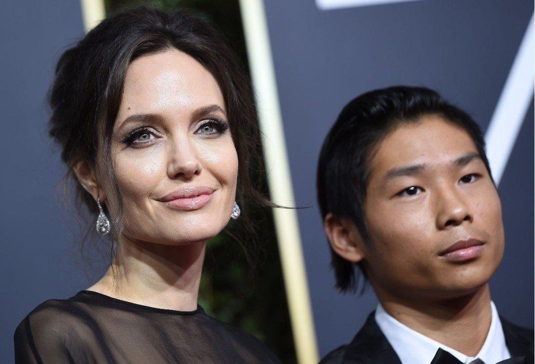 安琪莉娜裘莉(左)想讓14歲越南養子派斯汀(右)當明星。(法新社)