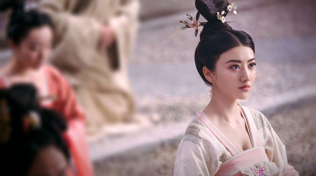 景甜在「大唐榮耀」戲中,詮釋吳興才女沈珍珠傳奇一生。圖/東森戲劇台提供