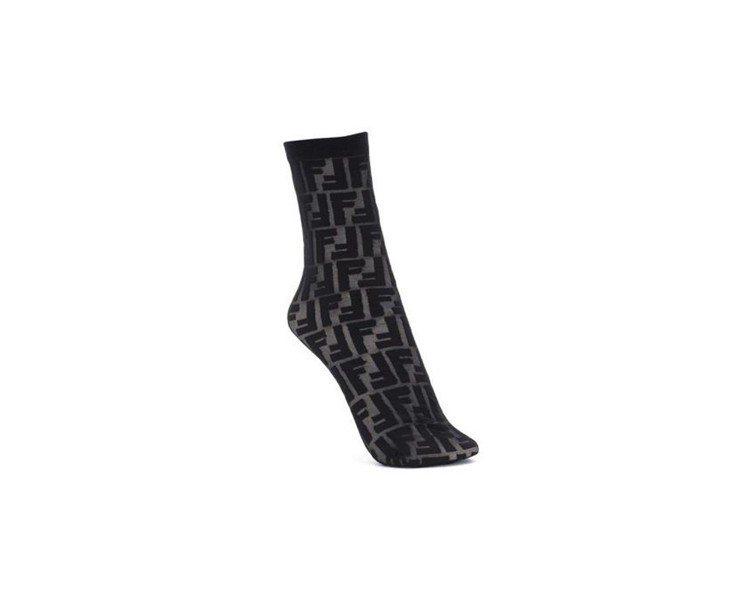 FENDI logo襪,售價港幣990元、約台幣3,780元。圖/FENDI提供