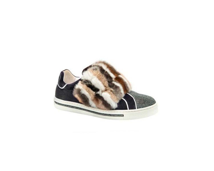 RENE CAOVILLA寬版皮草飾水晶休閒鞋,售價47,000元。圖/RENE...