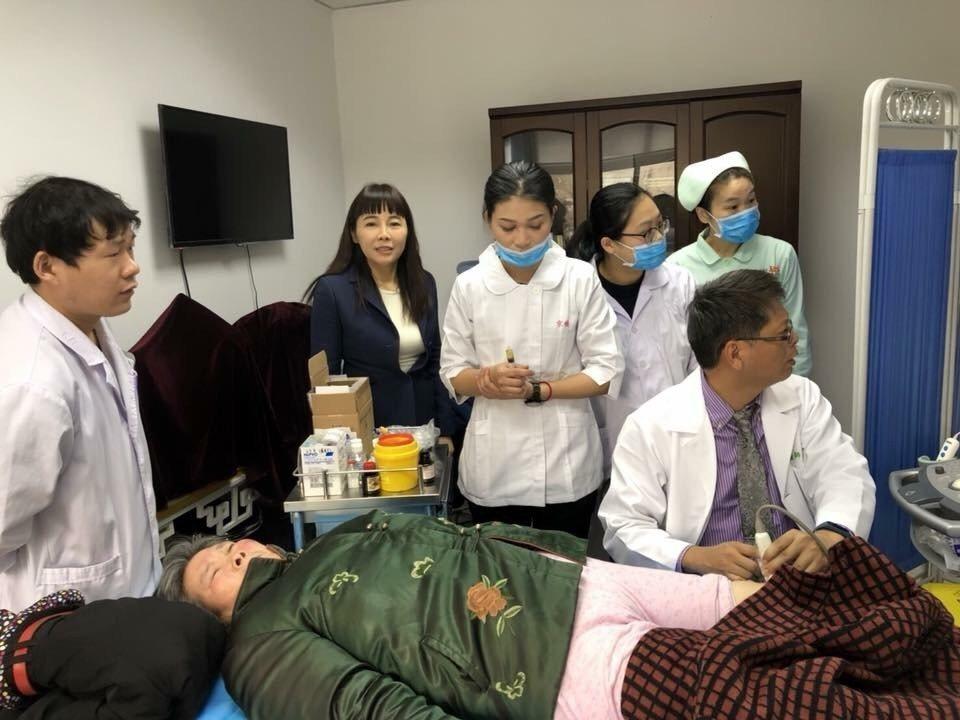 京媛醫美集團為泉城市民進行了老人疾病防治公益義診。京媛/提供