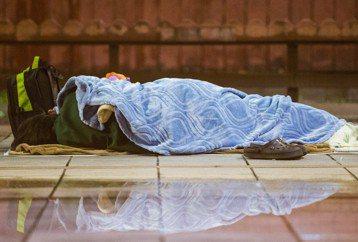 舉牌界的人資部長:我留下來,是為了照顧這些無家的人