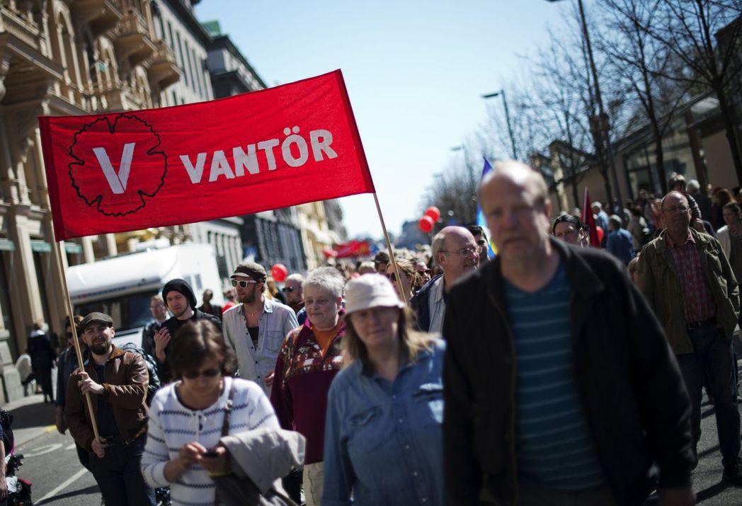 瑞典的勞工權益並非一蹴而就。圖為2012年人民上街爭取更好的勞權。 圖/法新社