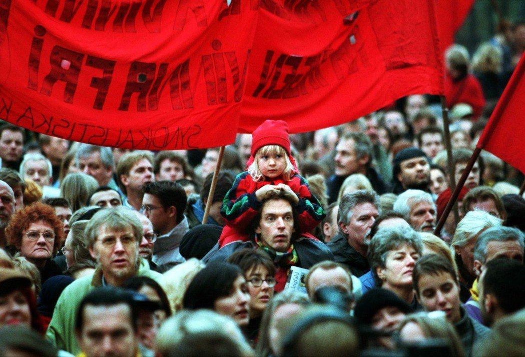 在歷經20世紀初的消沉後,瑞典工會慢慢復甦,在舊有的組織之外,另外相繼成立了代表...