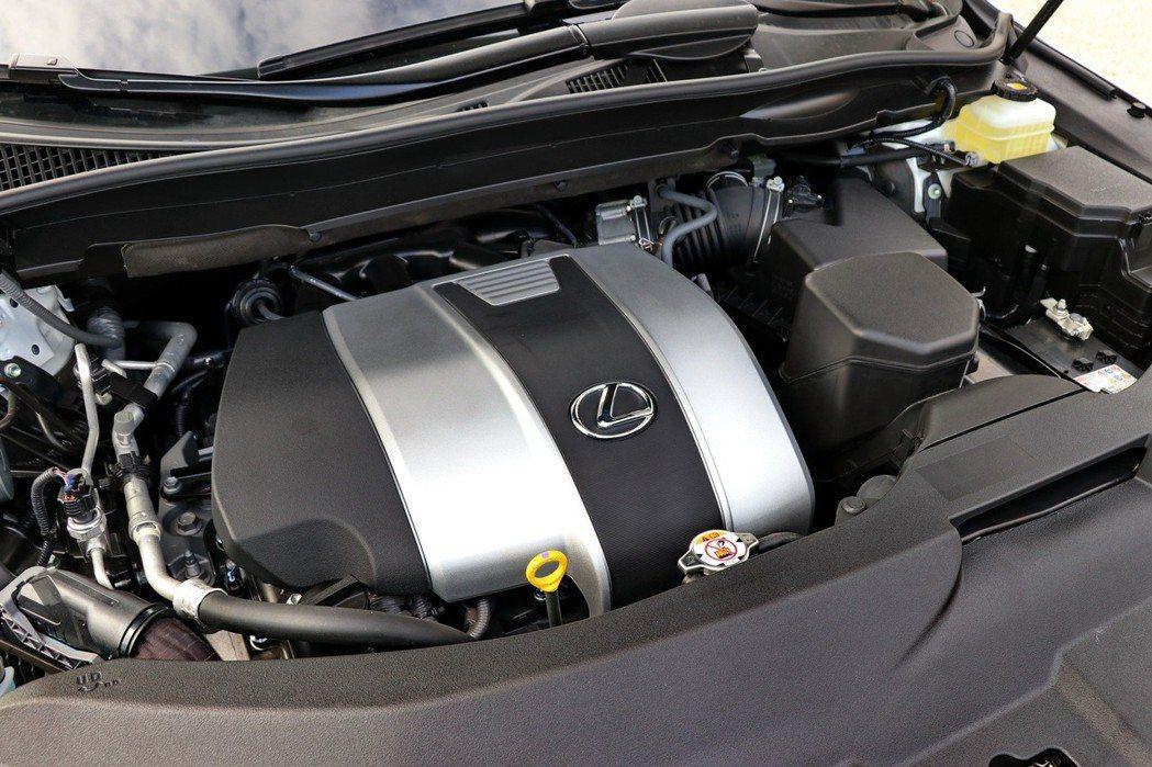 RX 350L搭載3.5升V6自然進氣引擎。 記者陳威任/攝影