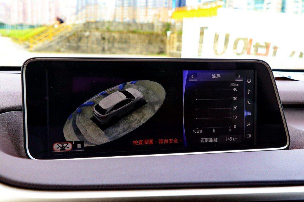 車身尺碼大,更需要360 度的即時影像。 記者陳威任/攝影