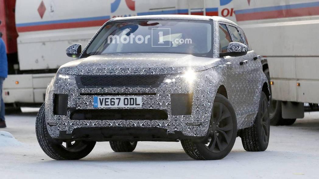 上市屆滿8年的Land Rover旗下跨界休旅車Range Rover Evoque,第二代車型近日緊密測試中。 圖片來源:Motor1.com