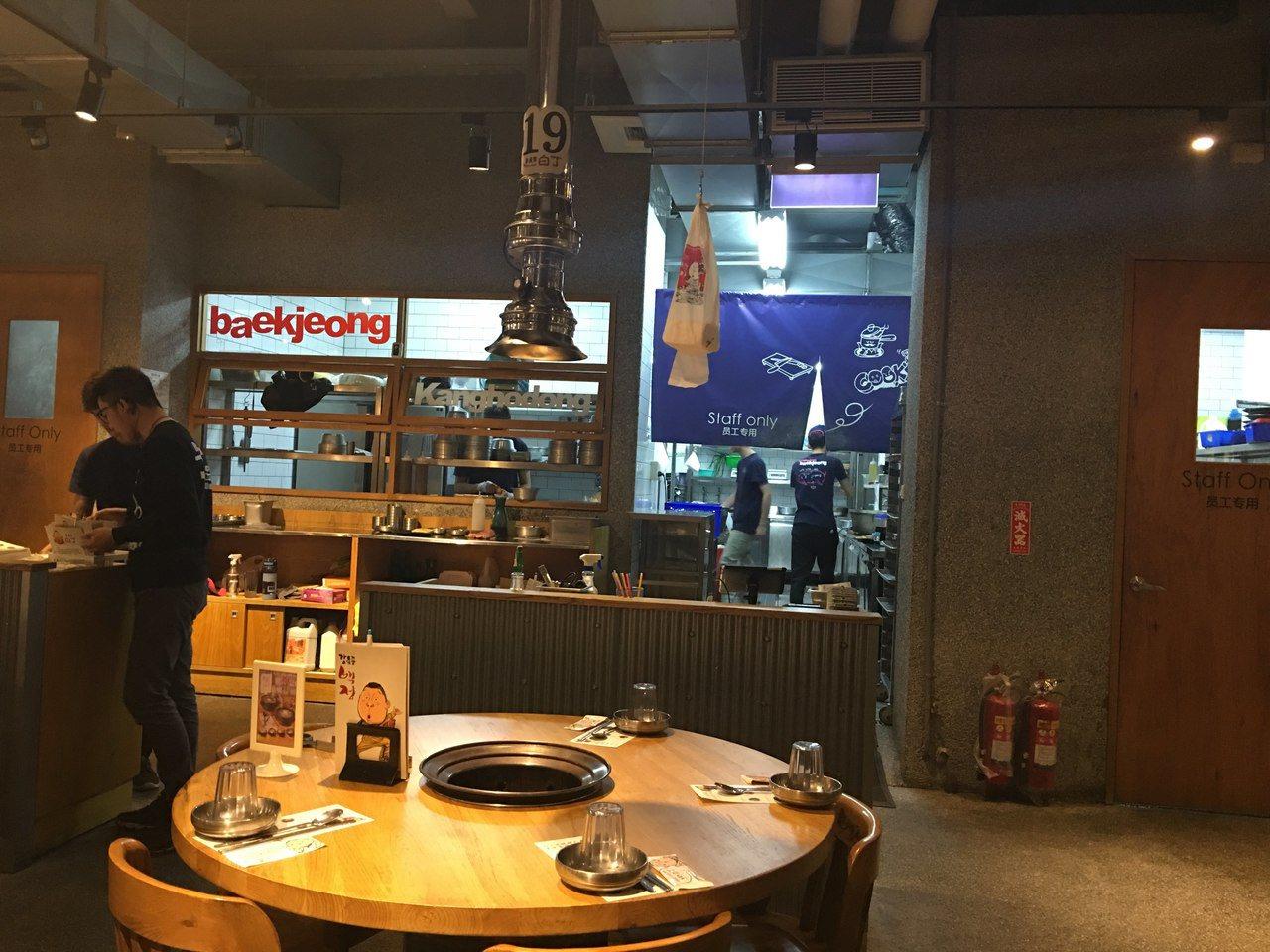 代理「姜虎東白丁烤肉店」的格亨餐飲驚傳倒閉。圖/讀者提供