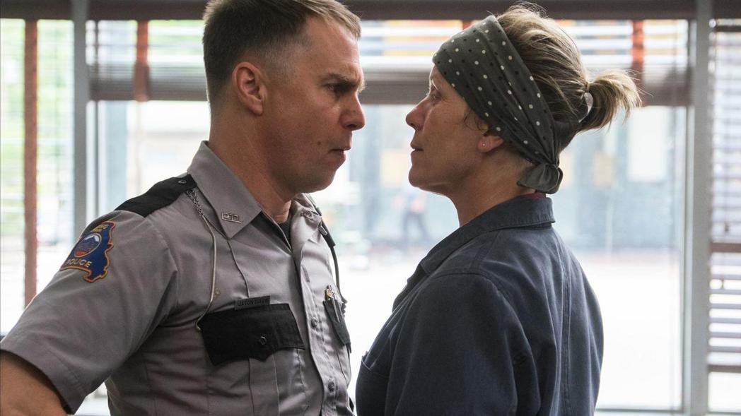 由法蘭西絲麥朵曼(右)及山姆洛克威爾(左)合演的「意外」再度成為演員工會獎大贏家