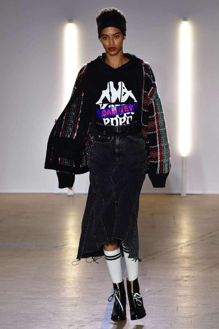 與Kappa合作推出帶有運動裝、復古印花的副線系列,也是Christian Da...