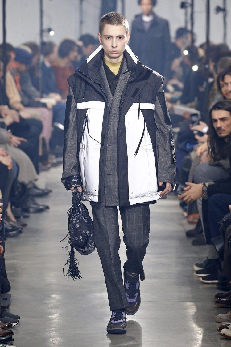 這一季的浪凡男裝造型都配上了運動鞋搭配,是設計師招牌的手法。圖/Lanvin提供