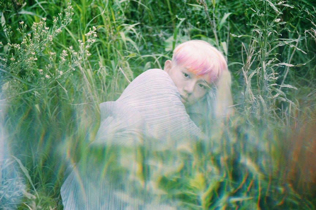 25歲的歌手邱比推出新專輯「大放」。圖/ROKON滾石電音提供