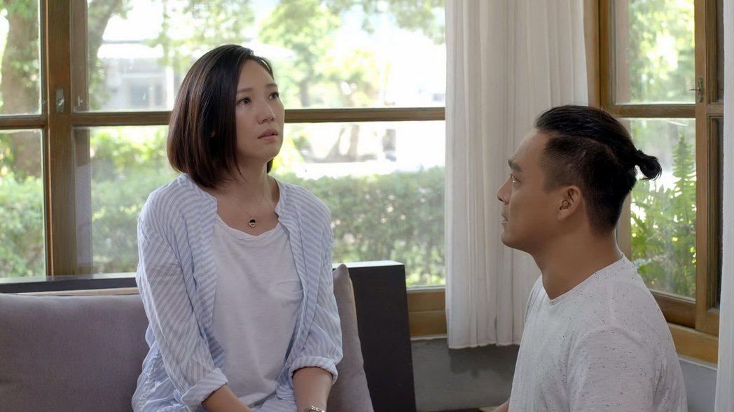 張本渝(左)與東明相在「我的男孩」中飾演一對夫妻。圖/八大提供