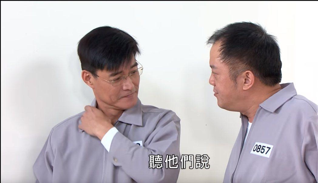 王中皇(左)戲中飾演黑道老大也入獄了。圖/民視提供