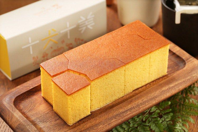 蜜豐糖蛋糕,有原味、老梅兩種口味。圖/微熱山丘提供