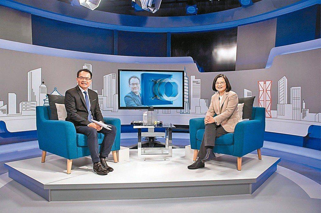 蔡英文總統23日接受三立電視台專訪時表示,柯文哲必須要對「台灣價值」再一次確認,...