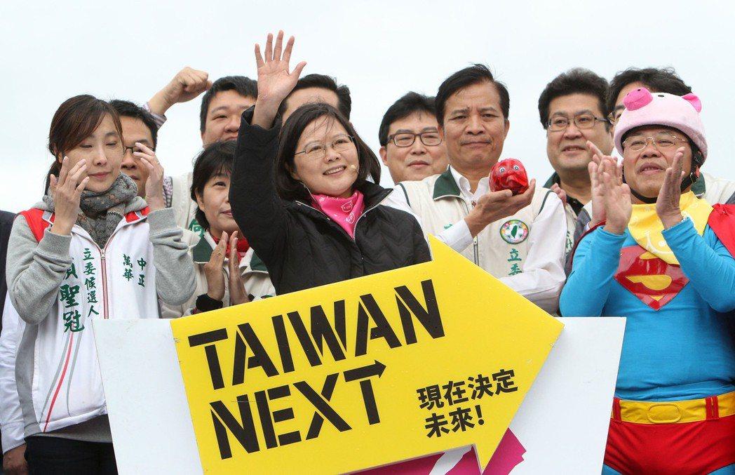 2012總統大選,蔡英文以「Taiwan Next」作為競選口號。 美聯社資料照...