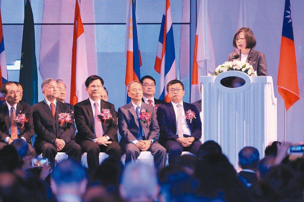 去年蔡英文總統出席台商會議說,「我會把台灣顧好」,鼓勵台商繼續為國家打拚。 圖/...