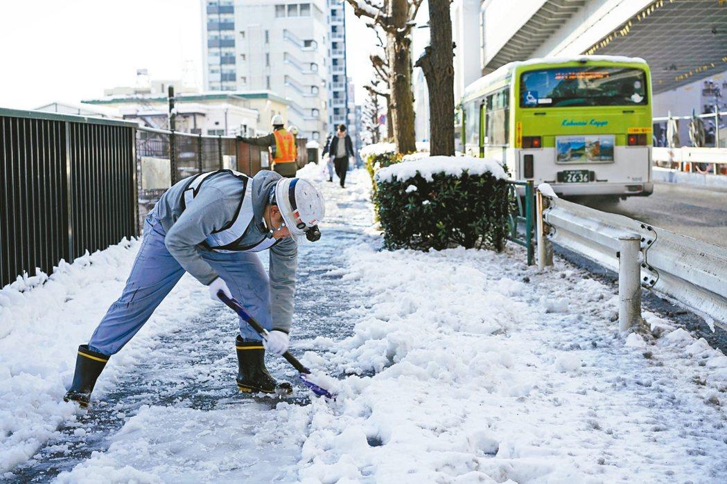 東京暴雪積雪23公分 超過250人受傷