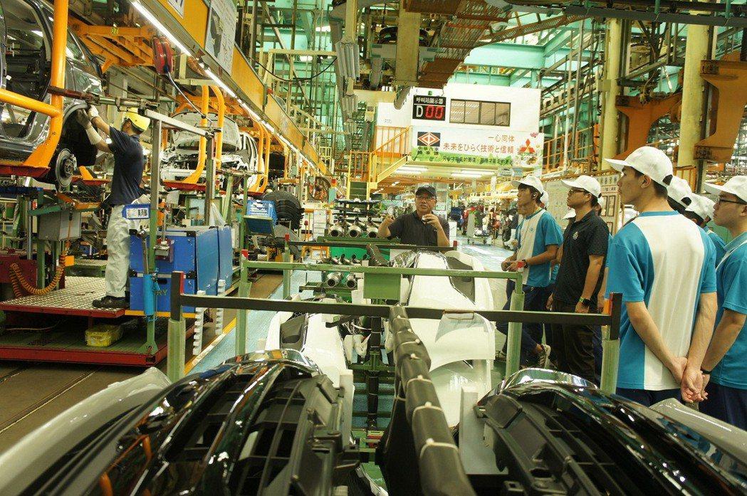 中華汽車向下扎根計畫,三年來共邀請22家學校1042位高中職學子共襄盛舉接軌計畫。 圖/中華汽車提供