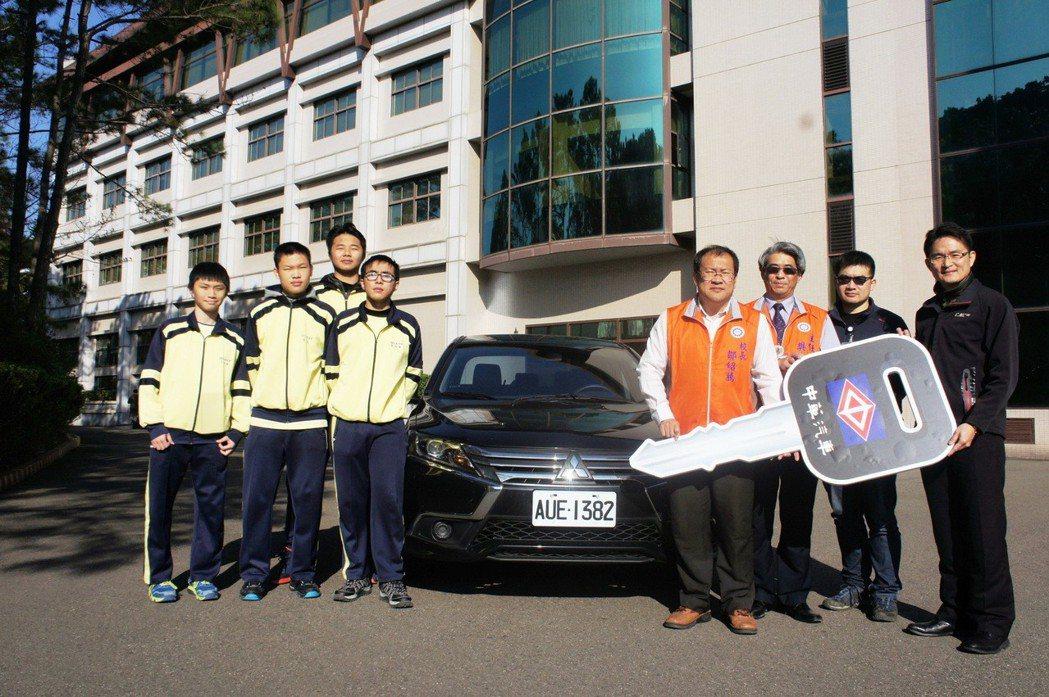 中華汽車產學接軌,2018再捐贈11台GRAND LANCER試驗車。 圖/中華汽車提供