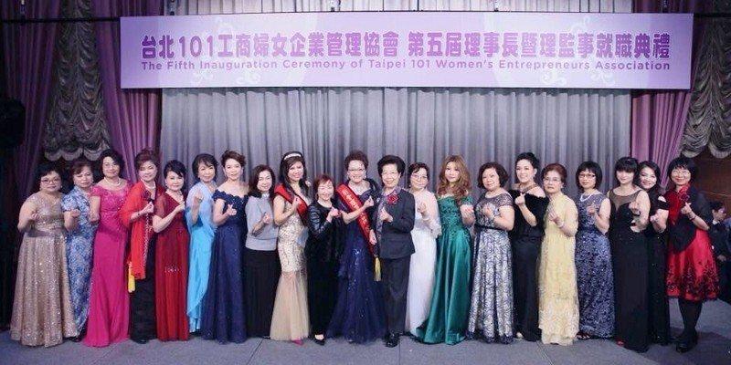 監察院院長張博雅(右10起)與台北101工商婦女企業管理協會創會理事長呂錦美,及...