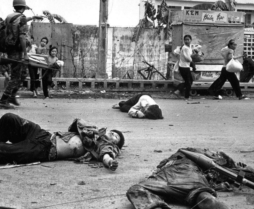 一場突襲攻勢,燒遍一百多個城鎮,戰爭擴大且持續了一兩個月,死傷超過萬人。 圖...