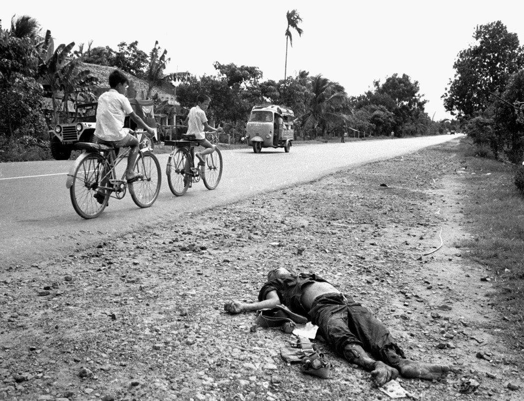 春節攻勢後,戰爭再也不只是發生在鄉村、山間、叢林等偏遠之地,而是進入了南越城市,...