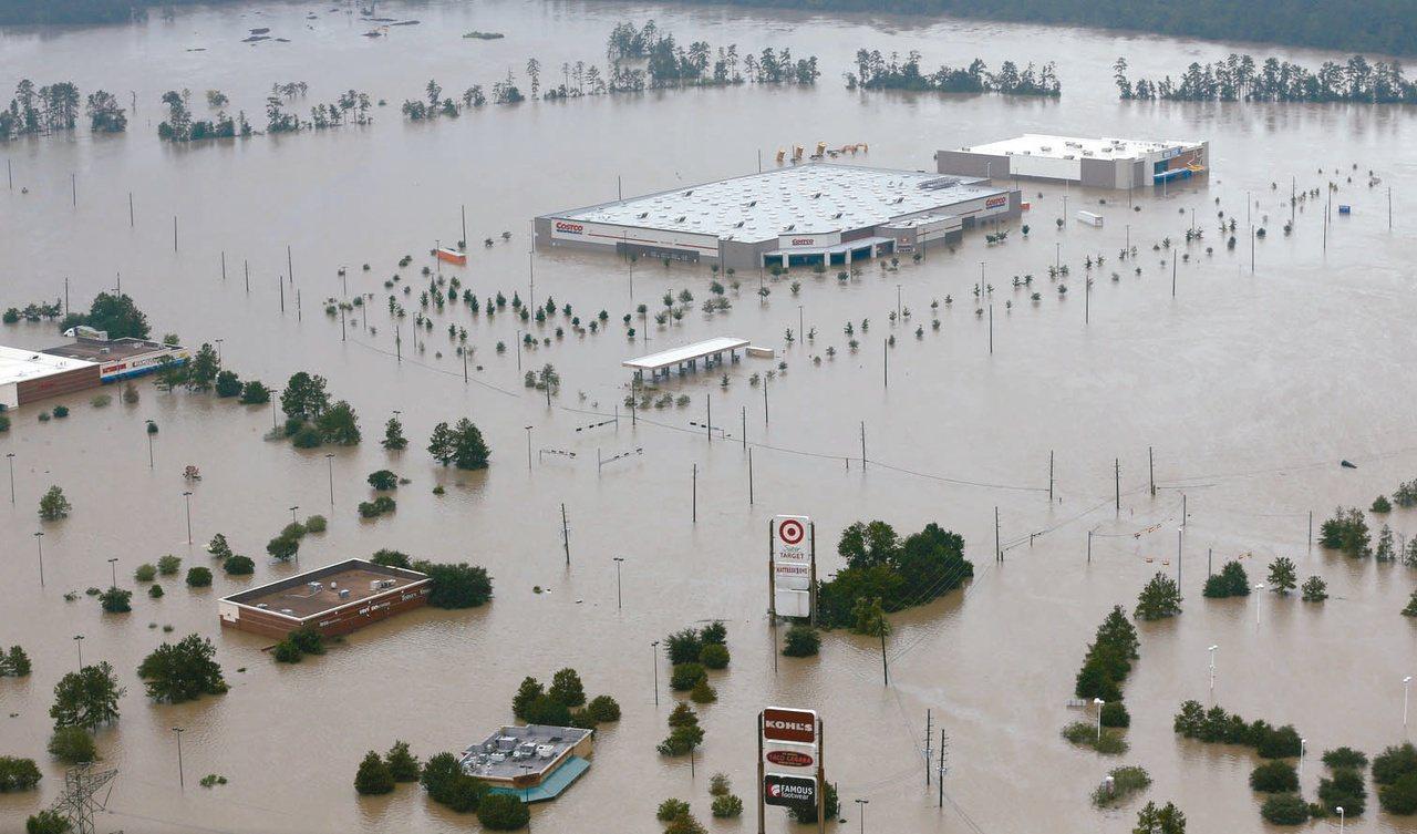 圖為2017年8月29日哈維颶風重創美國德州的慘狀。美聯社