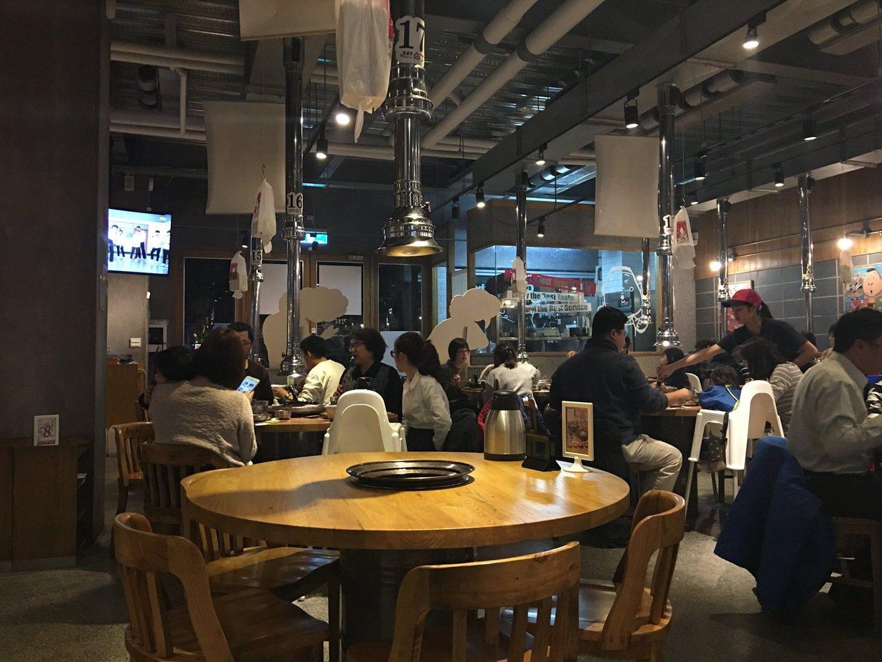 姜虎東678白丁烤肉店打著韓國藝人姜虎東的名號,相當受到台灣民眾歡迎。圖/讀者提...