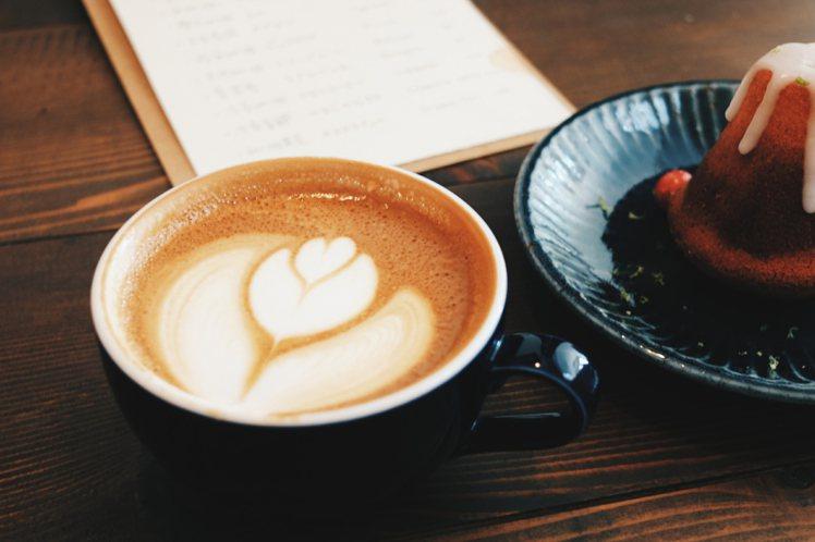 加藤桑推薦的澳式白咖啡(flat white)。攝影/奧登