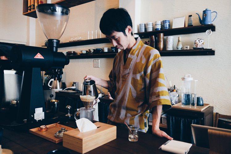 來自日本岐阜的加藤桑,是店內的咖啡手。攝影/奧登
