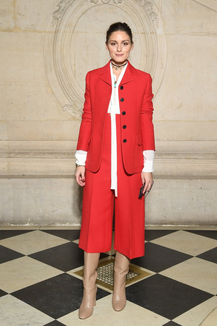 Olivia Palermo以經典款服裝出席Dior高訂發表,亮麗而搶眼。圖/D...