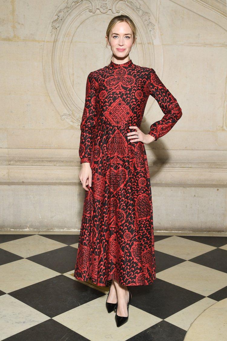 艾蜜莉布朗特身穿特別訂製款出席Dior高訂秀。圖/Dior提供
