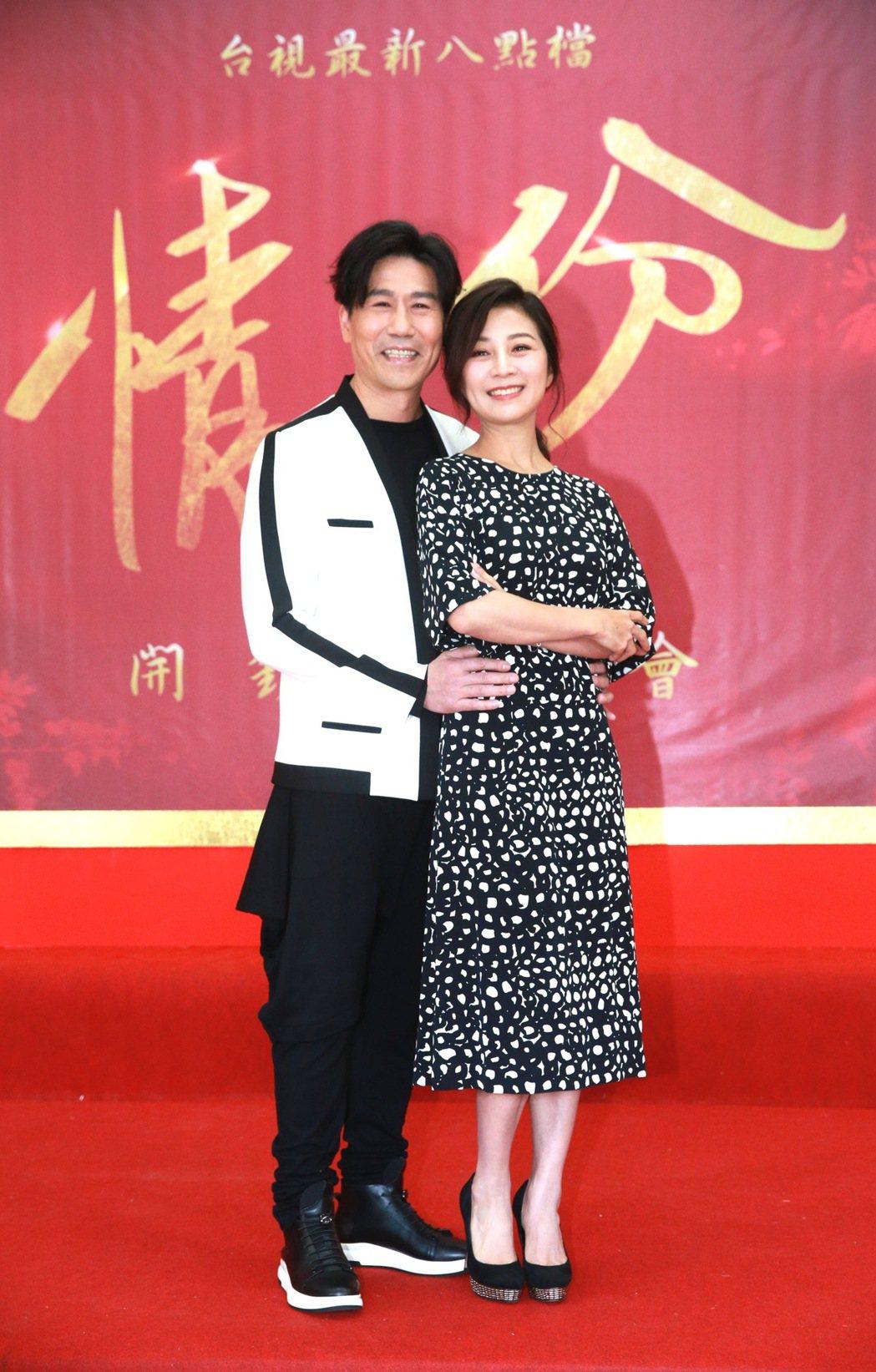 台視新八點檔「情‧份」,主要演員方文琳(右)、羅時豐(左)。記者黃義書/攝影