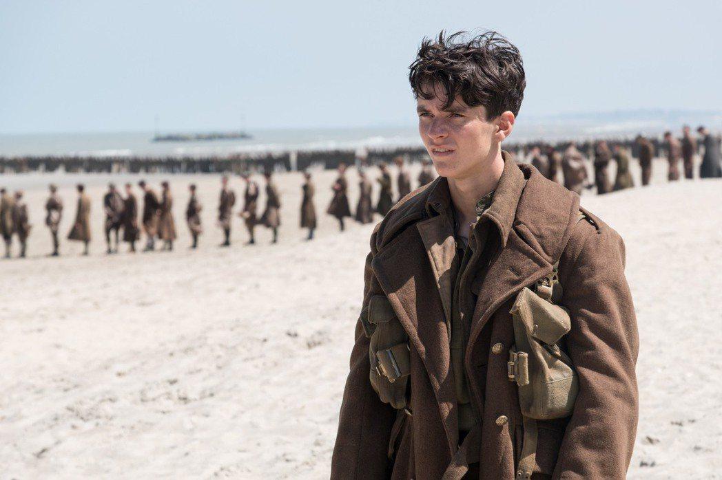 新人男星菲昂懷海德在「敦克爾克大行動」當中演出要角。圖/華納兄弟提供