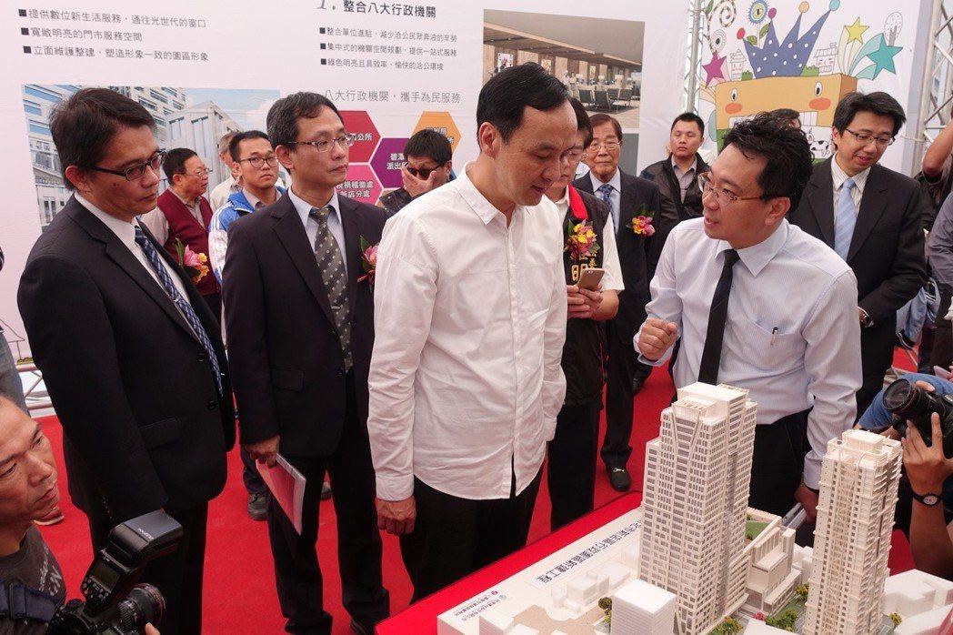 新北市新店「冠德創新殿」&「冠德市政廳」,寫下台灣公辦都更多項全國第一紀錄。 圖...
