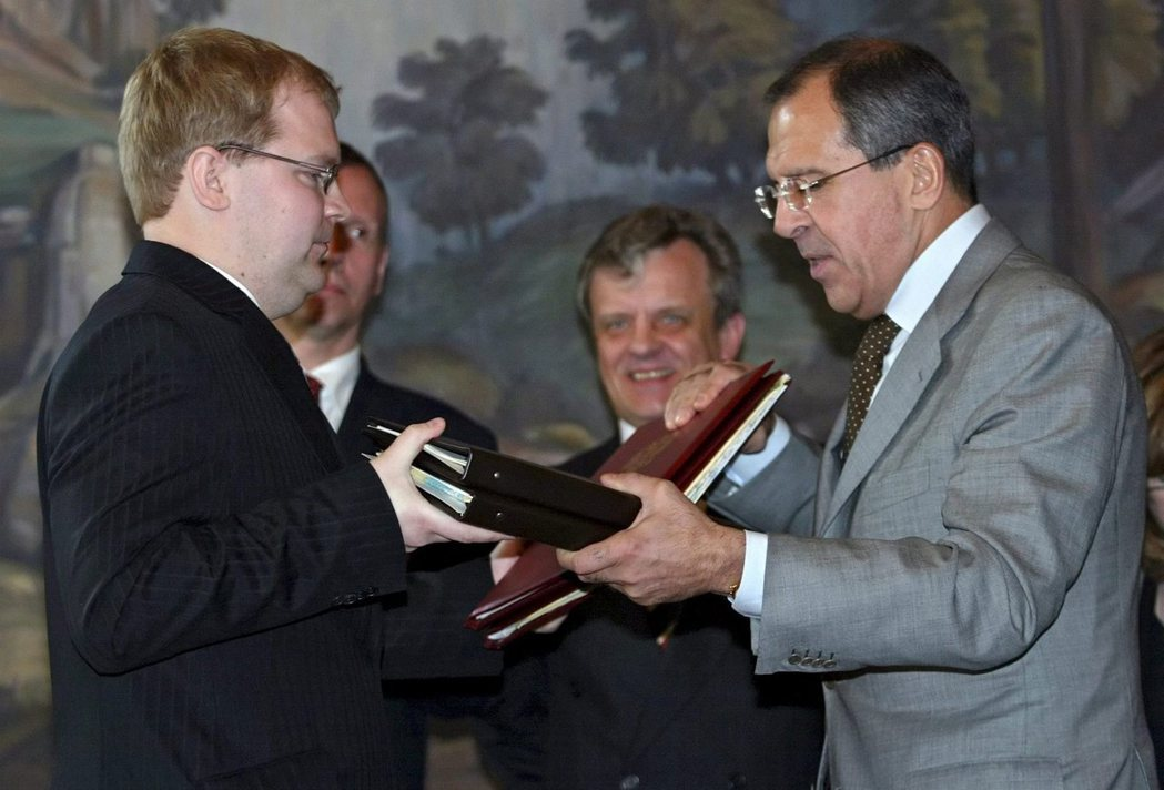 2005年俄、愛兩國外長拉夫羅夫(右)與巴耶特(左)第一次簽署邊界協定。圖/歐新...