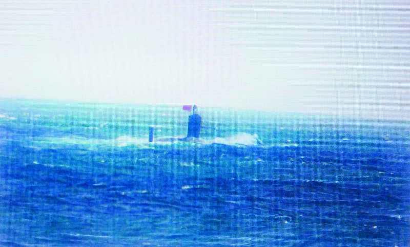 潛艦在水面航行是為展示並無惡意,因此中國核潛艦上浮且懸掛國旗絕非示威。 翻攝自日...